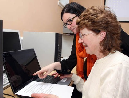 5. Yvonne Brosnan providing one to one guidance to Margaret Mc Auliffe_1